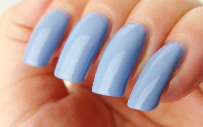 Schwarzkopf-nagelak-promo-blauw-cloudy-yustsome-swatched-it-2
