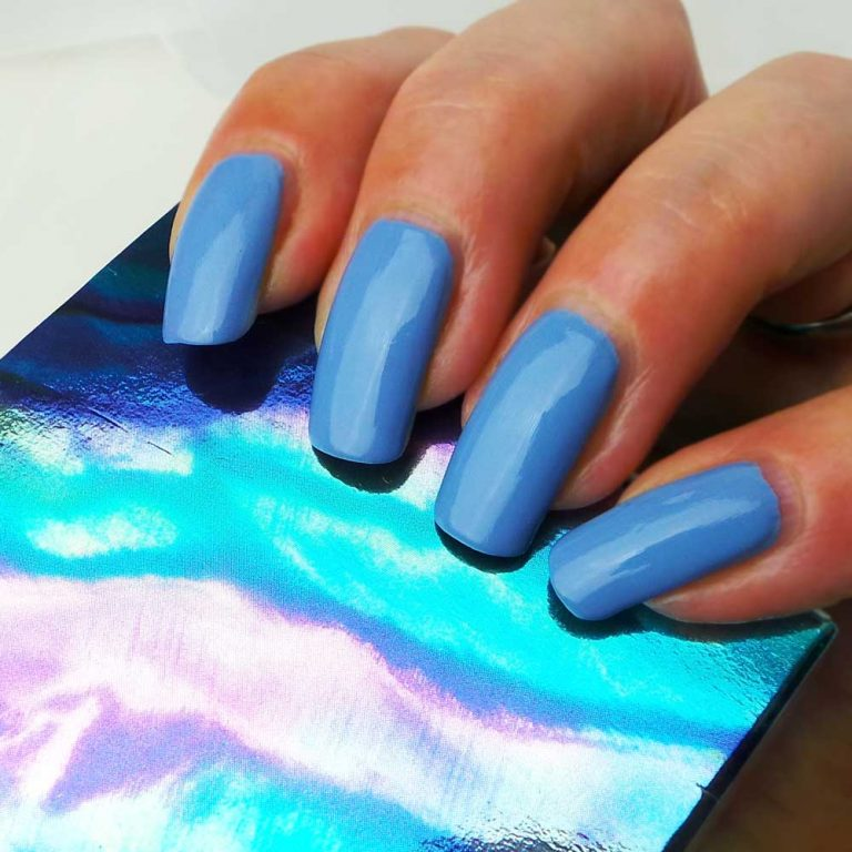 Schwarzkopf-nagelak-promo-blauw-cloudy-yustsome-swatched-it-3