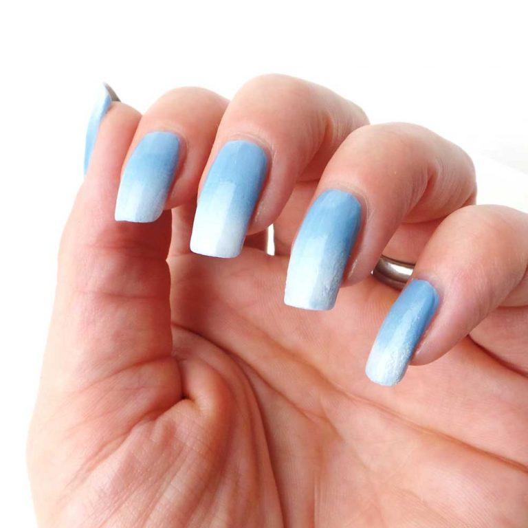 Schwarzkopf-nagelak-promo-blauw-cloudy-yustsome-swatched-it-na1
