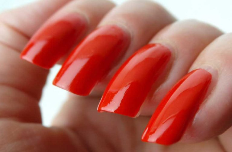 The-Body-Shop-130-red-my-mind-nagellak-yustsome-swatchedit-1