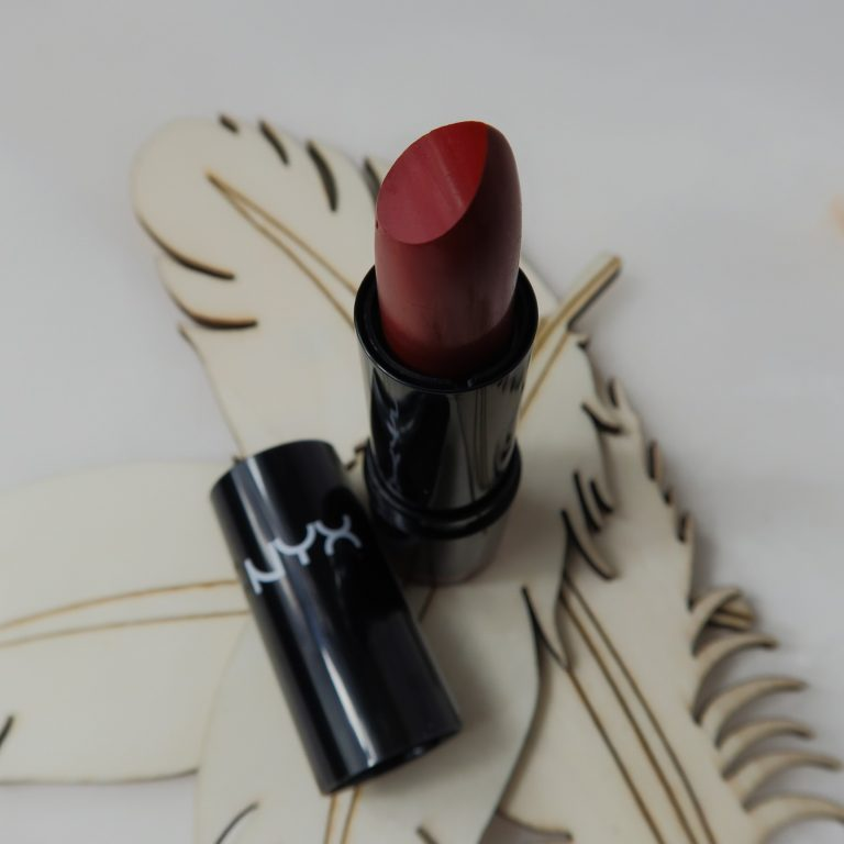 NYX Snowwhite lipstick lipswatch yustsome lips red lips