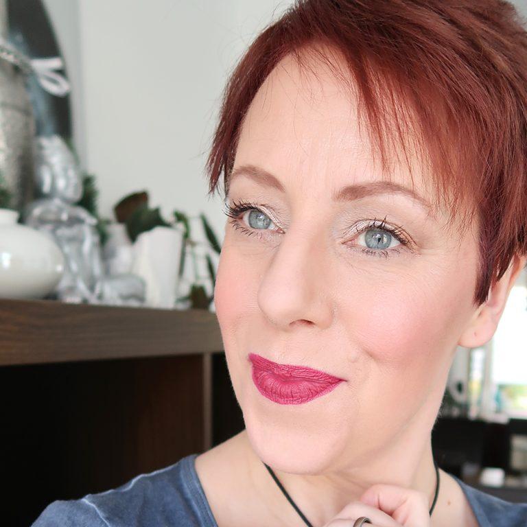 Rimmel-London-The-Matte-Factor-810-review-lipswatch-yustsome-lipstick-mat-6
