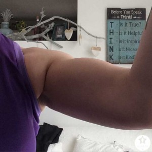 Fit voorop Gemert-trainen-spierballen-vrouw