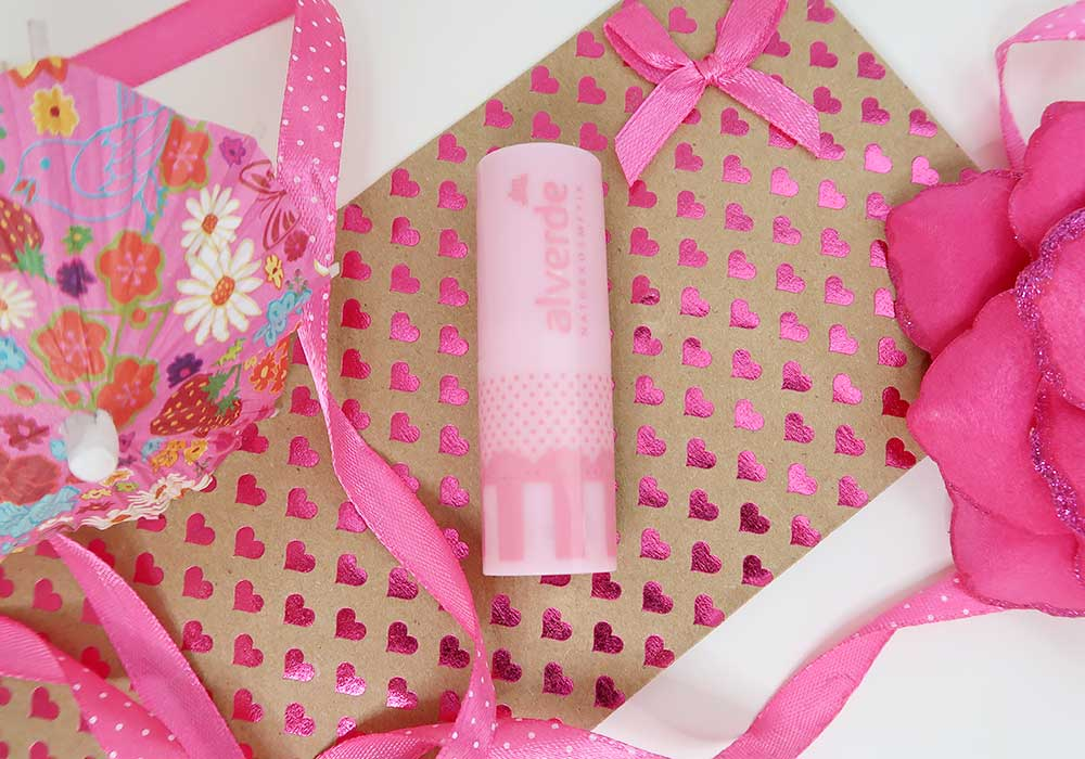 Kauwgombal roze lippen met Bubblegum Pink | Alverde Naturkosmetik